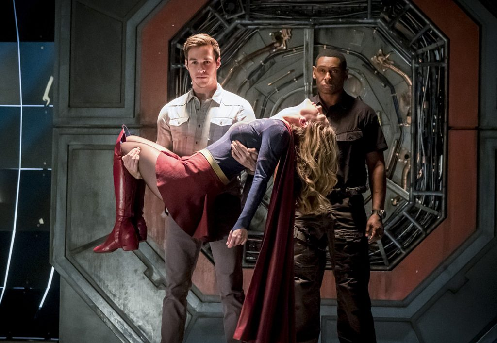 Mon-El and J'onn J'onzz travel to Earth-1 to save Kara in the musical episode of 'The Flash'