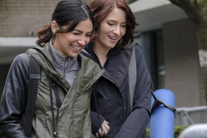 Maggie and Alex in a happier moment during this week's installment of 'Supergirl'